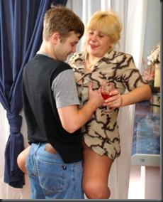 Секс мальчики и зрелые тёти