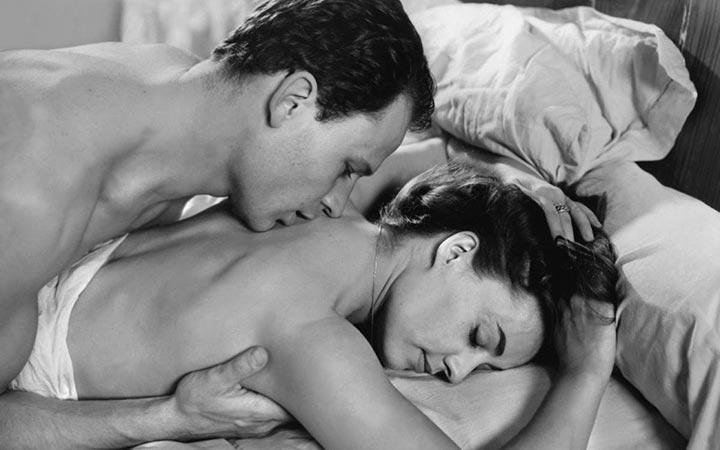 Нежный сексуальный поцелуй согласна!