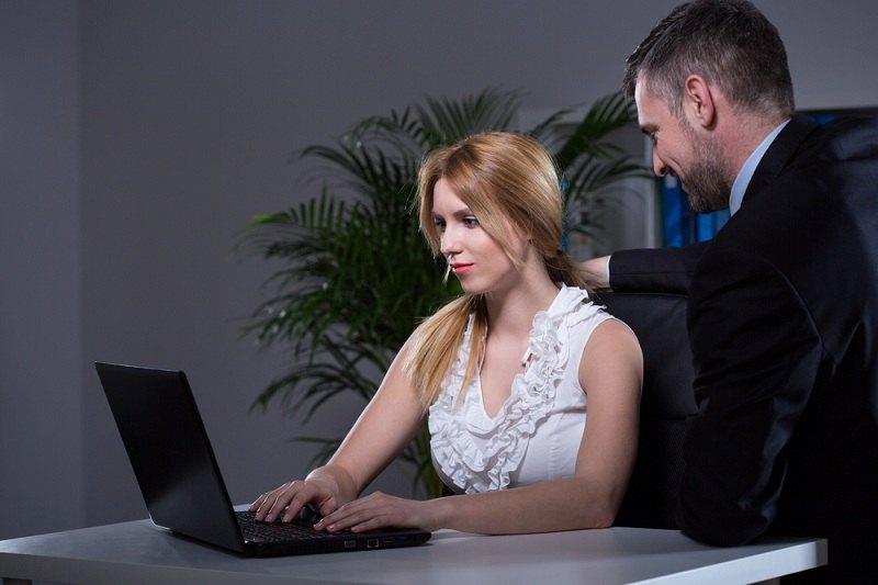 Молоденькая секретарша и босс секс видео статью